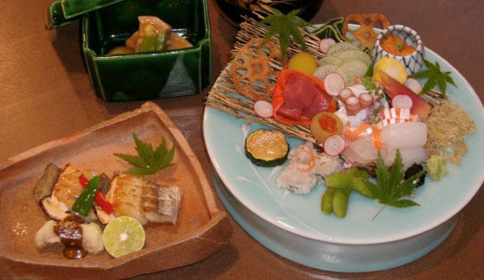 窓には桜、お料理にも春!芦屋の極上和食で季節を堪能!