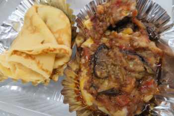 ラトビアのひき肉のクレープ包みとギリシャのムサカ
