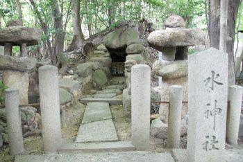 芦屋神社の横穴式石室古墳(水神社)